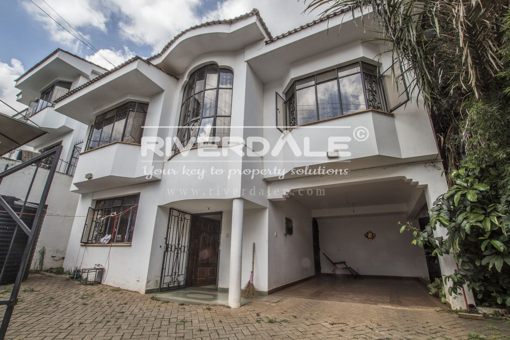 Luxurious 5 Bedroom Villa To Let At Riverside Drive