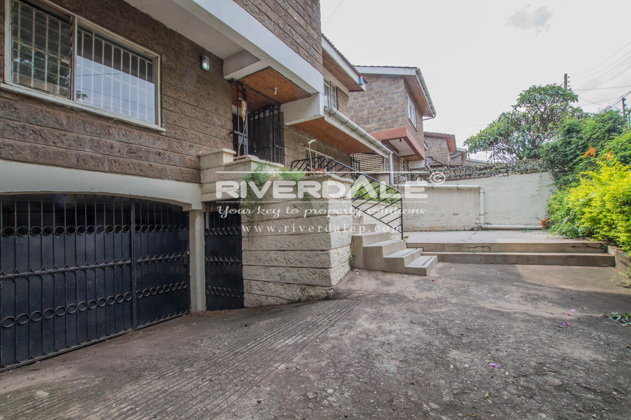 Spacious 5 Bedroom Townhouse For Sale Or To Let in Parklands