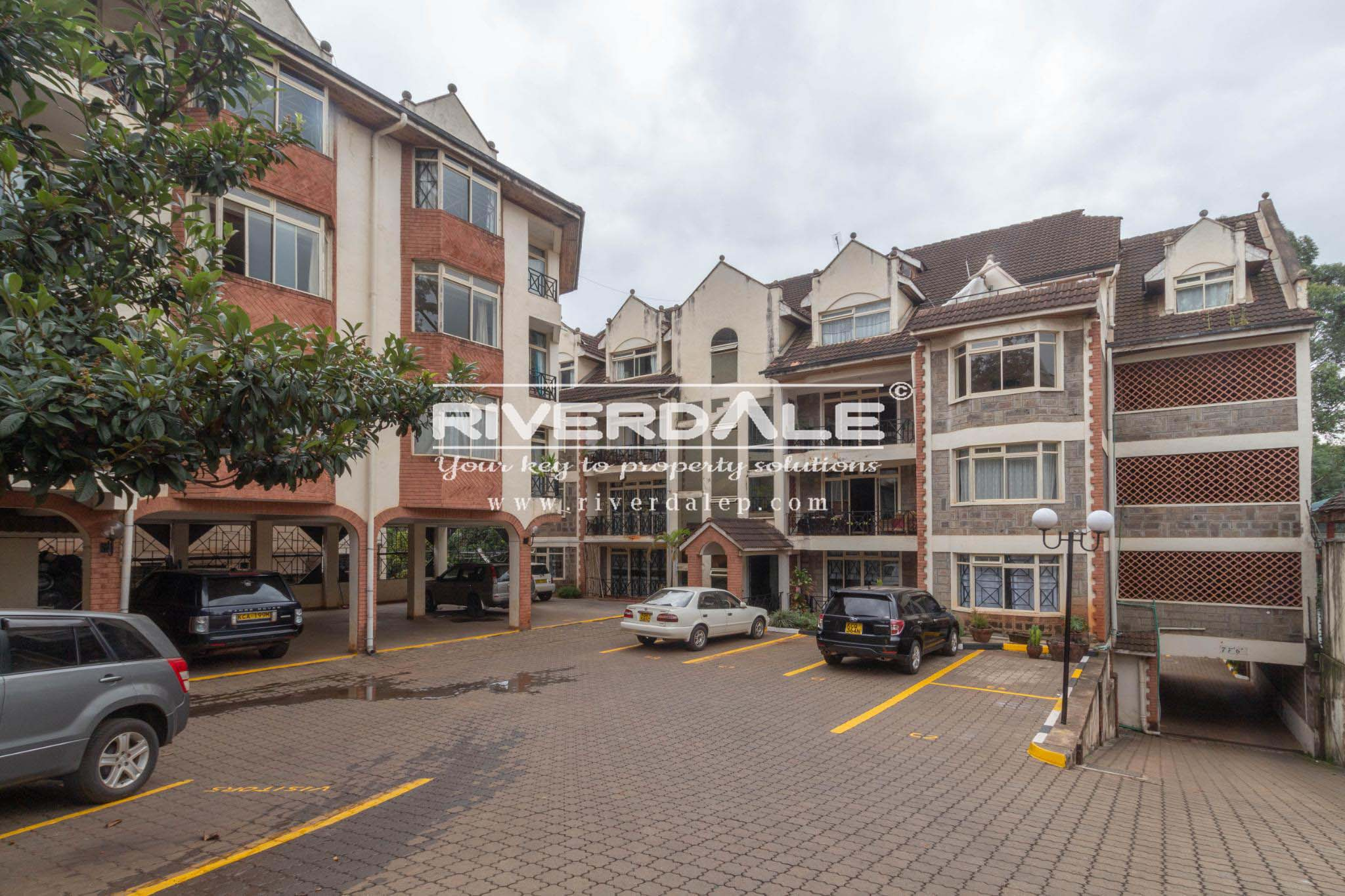 Spacious 4 Bedroom Apartment in Brookside Drive